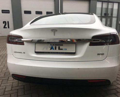 Tesla S 90D