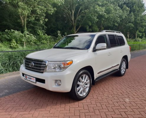 TOYOTA LAND CRUISER V8 Car Guys